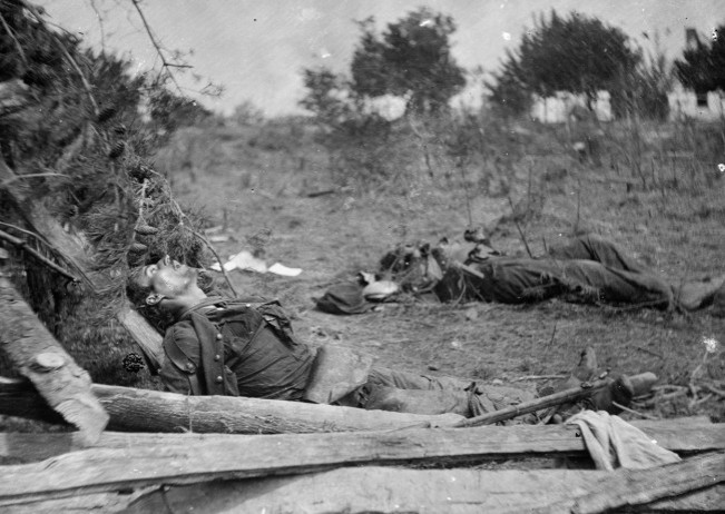 bodies-of-confederate-soldiers-next-to-mrs-alsops-house-near-spotsylvania-court-house-virginia-in-may-of-1864-timothy-h-osullivanloc-650x462